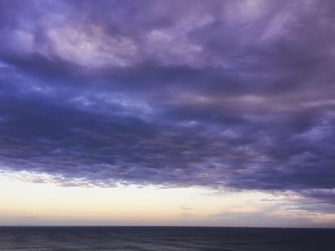 Image of an amazing purplish sunset.